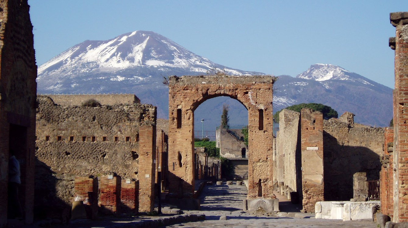 Traveling through the excavations of Pompei
